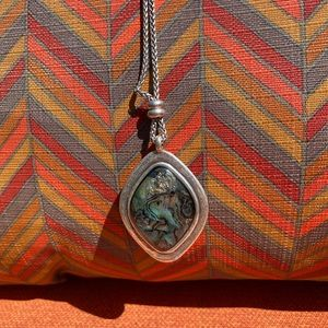 Jewelry - Silver necklace w pendant